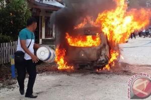 Polisi: satu unit mobil terbakar di Nimbokrang