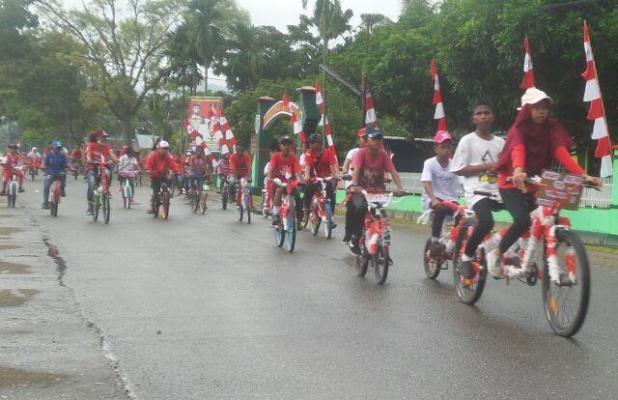 Prajurit TNI meriahkan sepeda santai HUT RI di Nabire