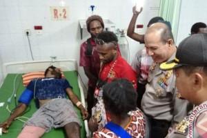 Kapolda dan Wagub Papua jenguk korban penembakan