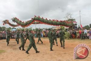 Yonif 310/KK tampilkan atraksi barongsai di perbatasan RI-PNG