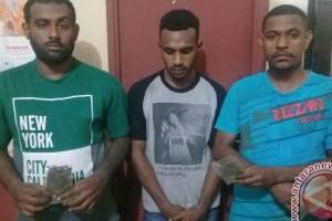 Polisi Jayapura bekuk tiga pengedar ganja