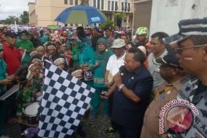 Ribuan warga Mimika ramaikan karnaval dan seka massal