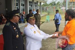 Bupati Mimika serahkan SK remisi 63 narapidana