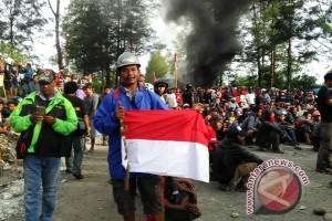 Mantan karyawan Freeport masih blokade jalan Timika-Tembagapura