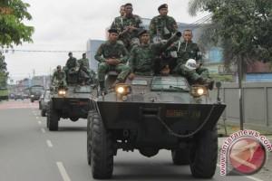 Konvoi kendaraan TNI-Polri di Timika