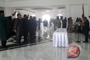 Gubernur Papua lantik empat pejabat eselon II