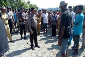 Kapolres Mambra mediasi pembukaan blokade jalan
