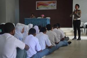Polwan Papua sosialisasi tertib berlalu lintas di SMK
