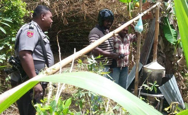 Polisi Merauke gerebek pabrik minuman keras lokal