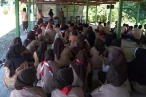 Babinsa Koramil Skanto tanamkan sikap patriotisme pada generasi muda
