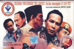 Warga Biak nonton film pengkhianatan G30 S-PKI