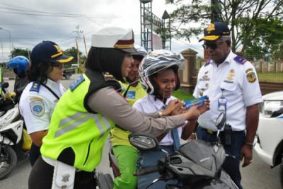Kampanye keselamatan berkendara di Timika