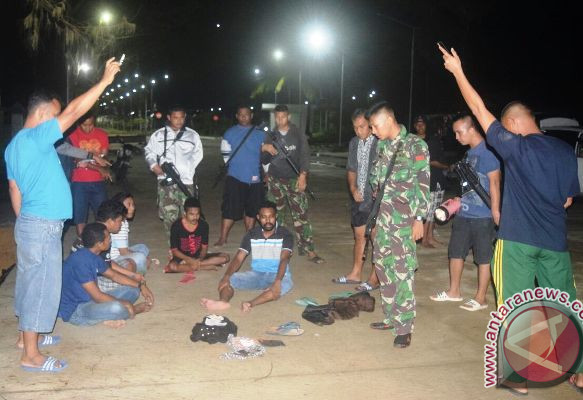 Satgas pamtas tangkap mahasiswa pembawa ganja