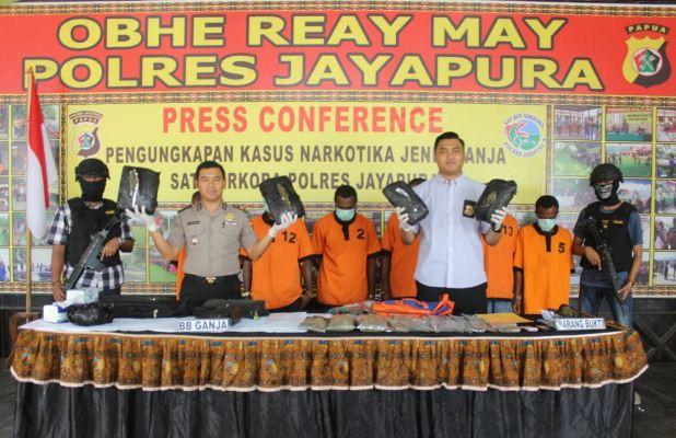 Polisi Jayapura tangkap enam pengedar ganja