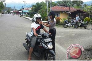 Bripda Aprilia Putri imbau pengendara motor taat berlalu lintas