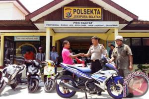 Polsek Japsel kembalikan motor curian kepada pemiliknya