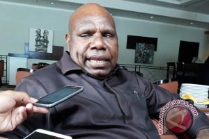 Bupati Wanimbo rangkul semua paslon damaikan Tolikara