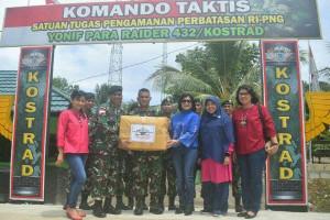 Ketua Persit Kodam XVII/Cenderawasih kunjungi pos perbatasan