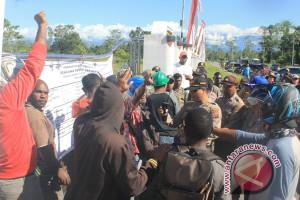 Polisi buka paksa blokade Sentra Pemerintahan Mimika