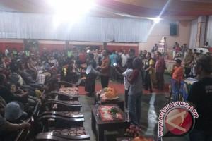 Warga Banti-Kimbeli dikawal hingga tiba di Timika