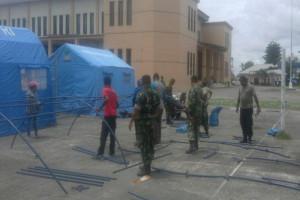 Kodim dan Dinsos Mimika dirikan tenda untuk warga Tembagapura