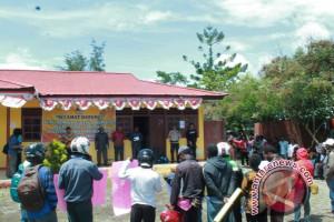 Belasan warga unjuk rasa di kantor KPU Jayawijaya