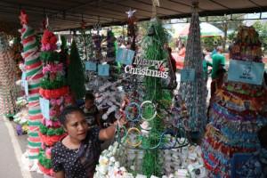 Lomba Pohon Natal dari barang bekas