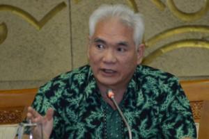 Legislator Senayan minta warga Biak Numfor awasi distribusi BBM