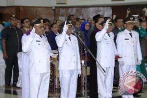 Bupati Intan Jaya dan Jayapura dilantik