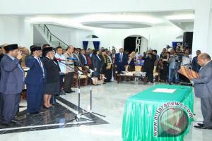 Gubernur Papua lantik Ketua MRP Timotius Murib