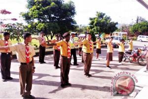 Pelajar Jayawijaya pelanggar rambu lalu lintas diberi sanksi menyanyi