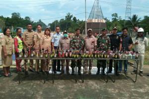 Kostrad musnahkan minuman beralkohol di perbatasan RI-PNG