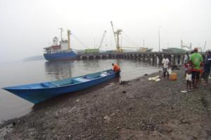 Tanker pengangkut BBM kandas di perairan Paumako
