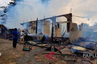 Tujuh bangunan usaha di Wamena terbakar