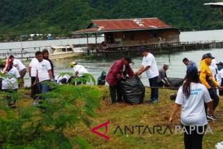 Gerakan bersih Danau Sentani