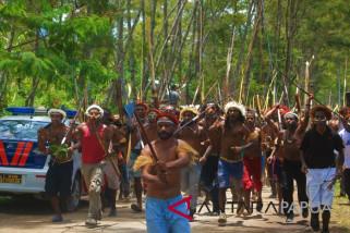 Massa kampanye di Jayawijaya biasa bawa senjata