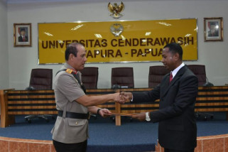 Kapolda Papua: banyak penyidik belum bergelar sarjana hukum