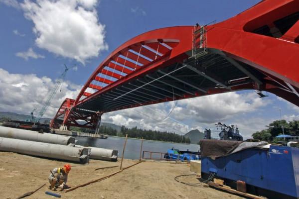 Pembangunan jembatan Holtekam