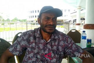 Legislator Mimika minta masyarakat jaga guru dan perawat