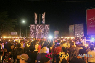 Warga Timika gelar seribu lilin untuk korban bom Surabaya