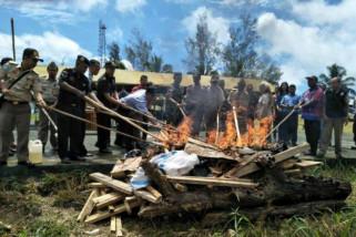 Satgas Yonif 501 Kostrad musnahkan barang ilegal