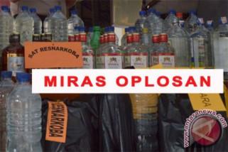 Dua prajurit TNI korban minuman oplosan  dirawat intensif