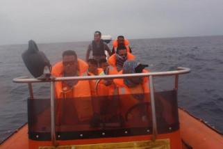Setelah lima hari pencarian warga lompat dari kapal belum ditemukan