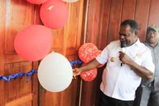 Bupati Asmat resmikan Kantor Kas Bank Papua di Fayit