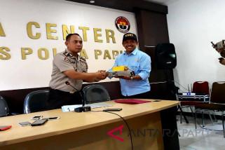 Polda Papua serahkan dua instrumen pesawat Dimonim