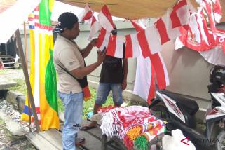 Pedagang bendera di Timika meraup untung jutaan rupiah