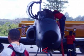 Pelajar Biak antusias saksikan atraksi pesawat tempur