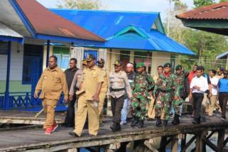 Bupati Asmat beri penguatan kepada paramedis di Suator
