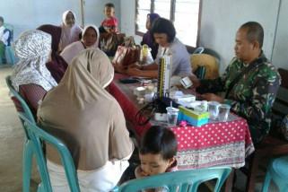 Babinsa Koramil Merauke bantu pelayanan kesehatan kepada lansia