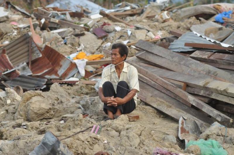 Meratapi nasib di lokasi gempa